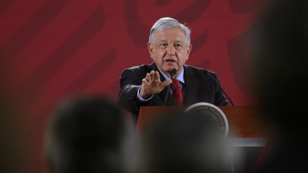 Il president dal Mexico en il Palast naziunal a Mexico City