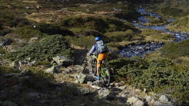 Ina ruta d'e-bikes duai dar elan al turissem friburgais.