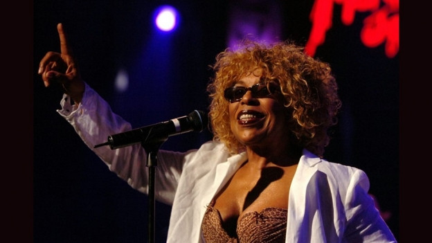 Roberta Flack durant in concert