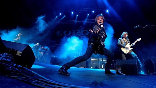 La gruppa svedaisa Europe durant in concert