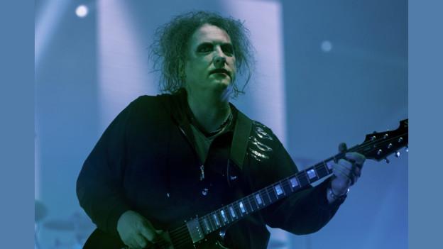 Il chantadur Robert Smith da la band The Cure