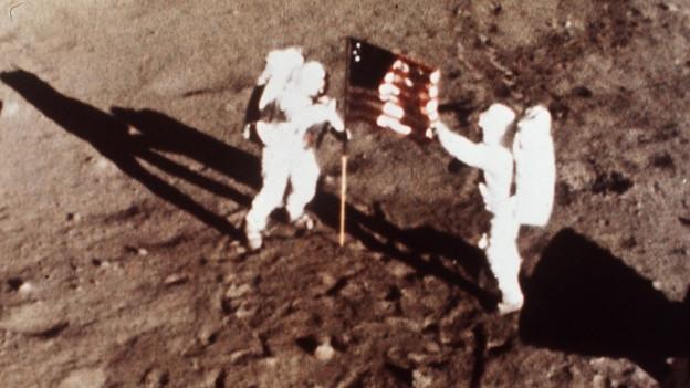 Ils 20 da fanadur 1969 è l'Apollo 11 sa platgada sin la glina.