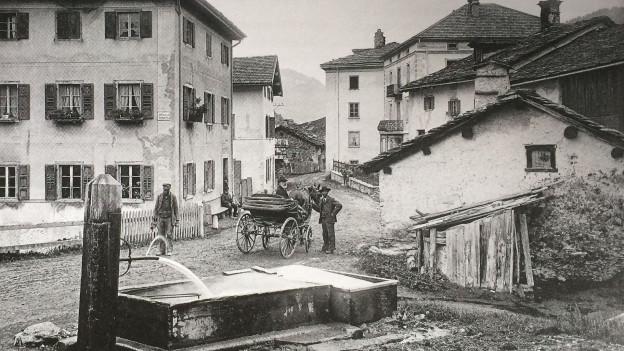 Veglia fotografia en alv e nair dal vegl Murmarera enturn il 1900.