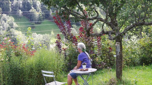 Ingrid Ritter fa in pitschen paus en ses curtin sco in paradis