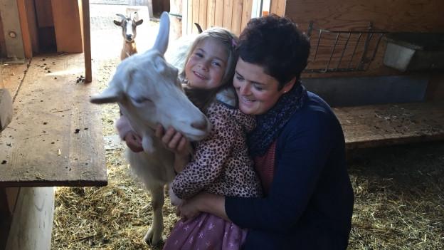 Cilgia Koller e sia figlia Noémi tar las chauras