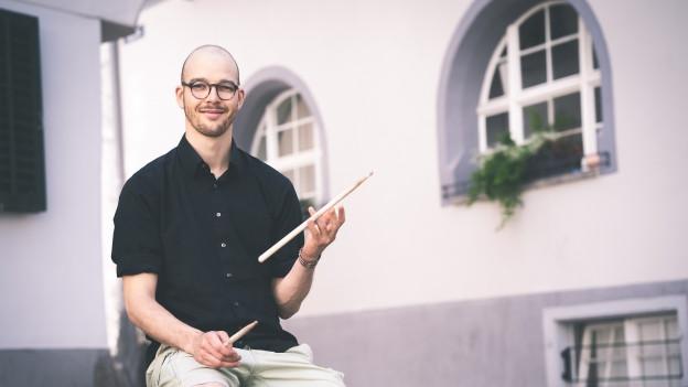 Simon Steiner ha percussiunist.