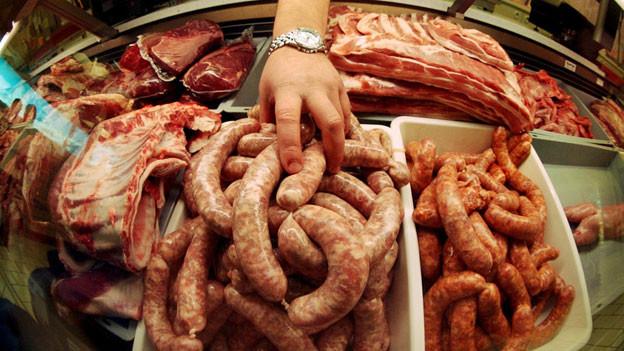 In der Schweiz essen wir pro Jahr über 400'000 Tonnen Fleisch – 1 Kilo pro Woche und Person.