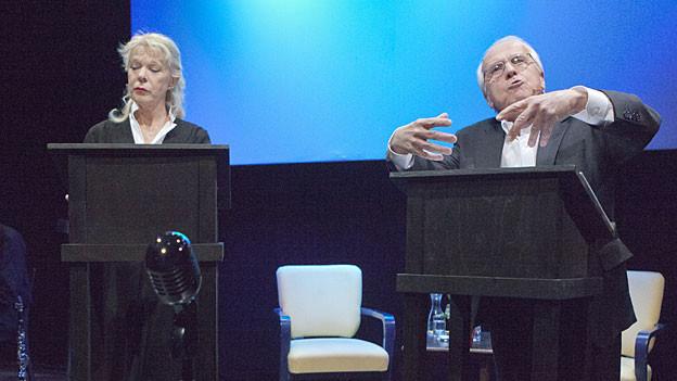 Birgit Steinegger und Walter Andreas Müller an der «Zweierleier Live» im Theater Ticino