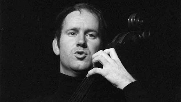 Franz Hohler 1970 bei einem Auftritt. Sein «Totämügerli» war damals schon drei Jahre alt.