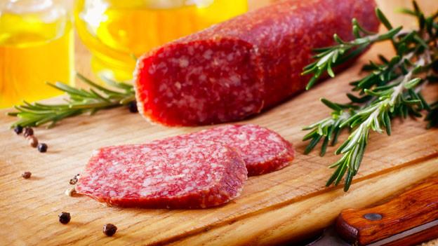 Salsiz, eine luftgetrocknete oder geräucherte Rohwurst.