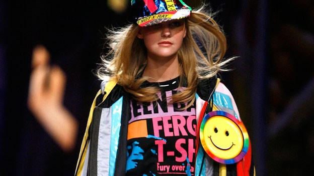 «Humor ist das beste Kleidungsstück, das man in der Gesellschaft tragen kann.» (Zitat William Thackeray)