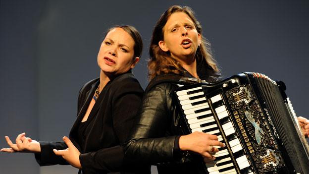 Die Schauspielerin Nicole Knuth und die Sängerin Olga Tucek.