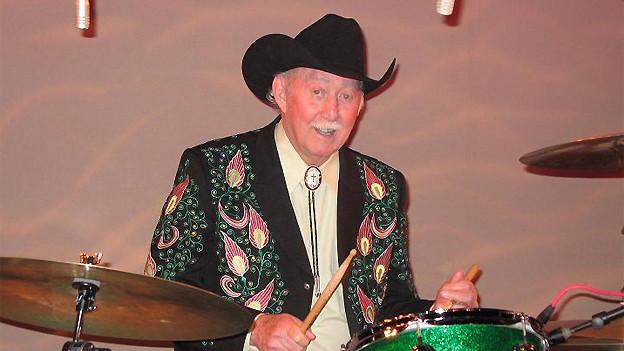 Farbenfroh: Jack Greene am Schlagzeug.