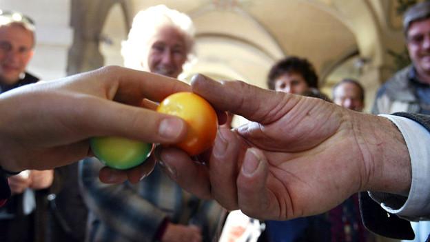 Das «Eiertütschen» ist ein verbreiteter Osterbrauch in der Deutschschweiz. Wie halten es die Tessiner damit?