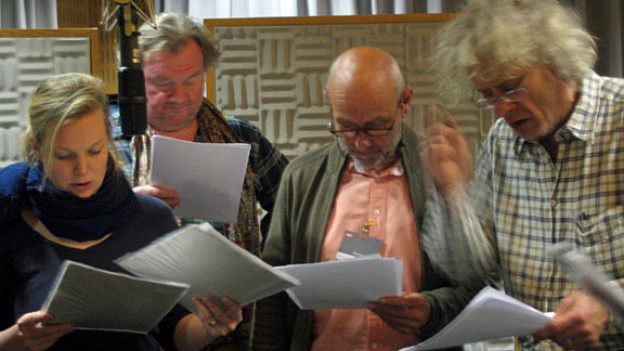 Die «Dienstboten» proben eine Theaterszene: Rahel Hubacher, Werner Biermeier, Peter Freiburghaus, Frank Demenga (v.l.n.r.).