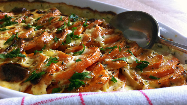Kartoffelgratin mit Süsskartoffeln.