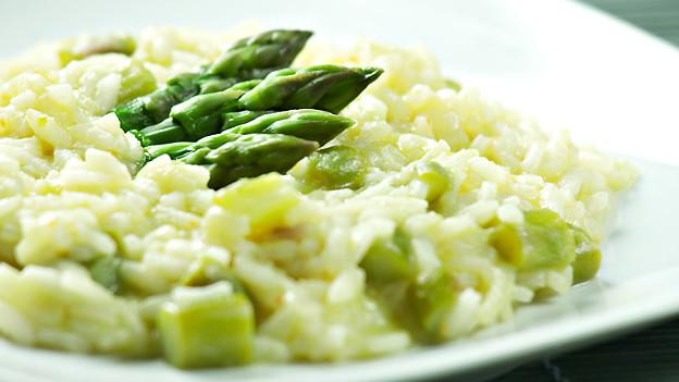 Auch mit grünen Spargeln lässt sich im Frühling ein feiner Risotto zubereiten.