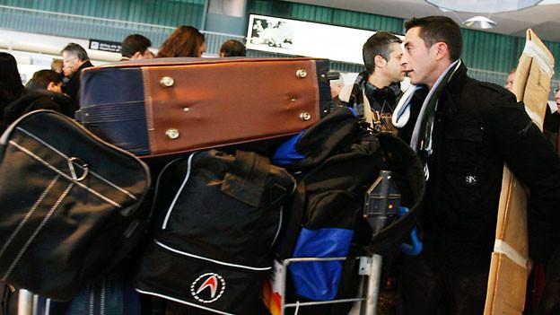 Mit Sack und Pack zurück in die Schweiz.