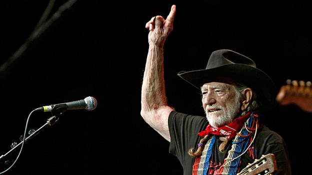Auch mit 80 Jahren noch in Schwung: Willie Nelson auf der Bühne des Frank Erwin Centers in Austin, Texas (17. Oktober 2011).
