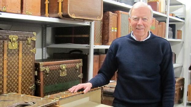 Reisen, aber bitte mit Stil! Koffer-Liebhaber Axel Plambeck in seiner Sammlung.
