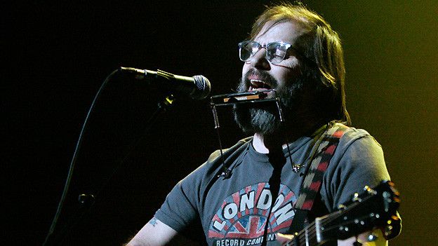 Steve Earle 2006 am «Bring Em Home Now!» Koncert in New York.
