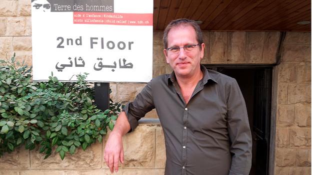 Jürgen Weller vor seinem Büro in Amman