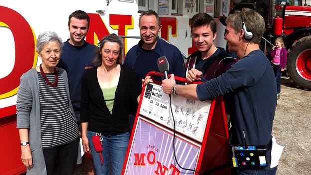 Radio SRF 1-Moderator Reto Scherrer besucht im «Treffpunkt» die Zirkusfamilie Muntwyler im Circus Monti.