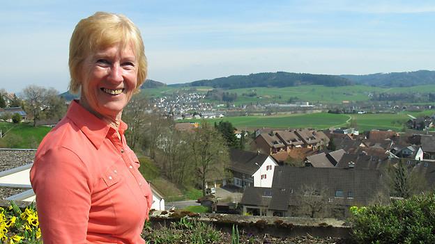 Die 70-jährige Margreth Bischoff unterstützt Demenzkranke in ihrem Alltag.
