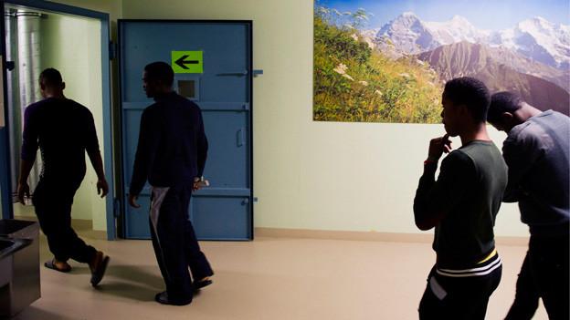 In der Militaerunterkunft Nottwil werden 100 bis 120 Asylsuchende untergebracht und von Securitaspersonal betreut.