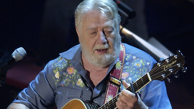 Jack Clement 2003 beim Johnny Cash Tribut-Konzert im Ryman Auditorium in Nashville.
