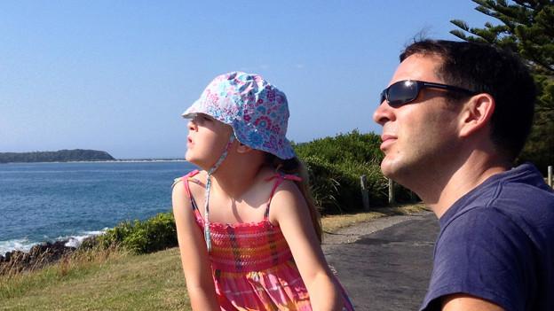 Mark Carniello mit einer seiner Töchter in Australien.