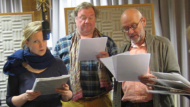 Die «Dienstboten» proben eine Theaterszene: Rahel Hubacher, Werner Biermeier, Peter Freiburghaus (v.l.n.r.).