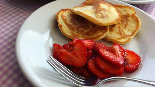 Lecker: Ricotta-Pancakes mit Erdbeeren.