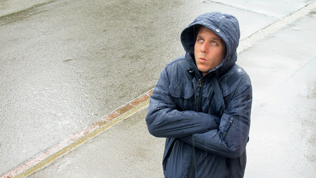Regen soweit das Auge reicht: «Treffpunkt»-Moderator Reto Scherrer sehnt sich nach ein paar wärmenden Sonnenstrahlen.