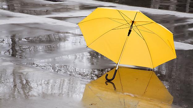 Keine Auszeit für Regenschirme: In der Schweiz war der Wonnemonat Mai 2013 regnerisch und kühl.