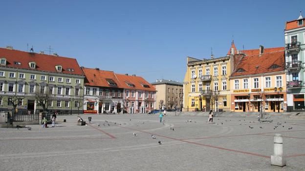 Aus Polen hat uns Marc Schlup dieses Bild geschickt. Es zeigt einen Platz in der polnischen Stadt Gniezno. Sie liegt rund 50 Kilometer östlich von Posen und ist Sitz des Erzbistums Gniezno.