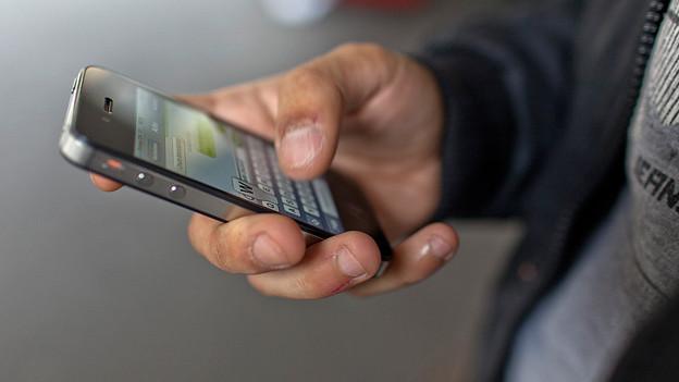 Nicht englisch, sondern mehrsprachig ist bei Schweizer SMS-Schreibenden «in».