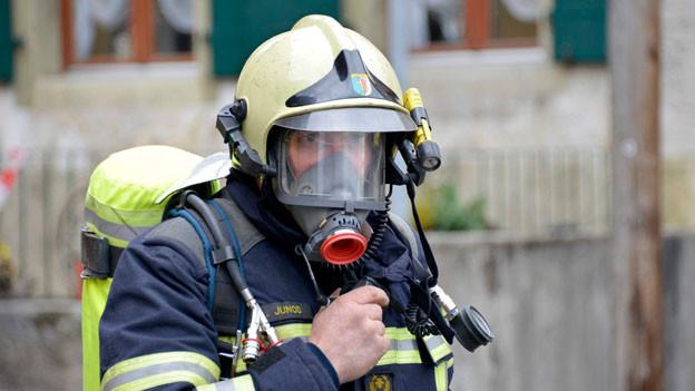 Ein hilfsbereiter Feuerwehrmann rettete die Diplomarbeit aus den Flammen.