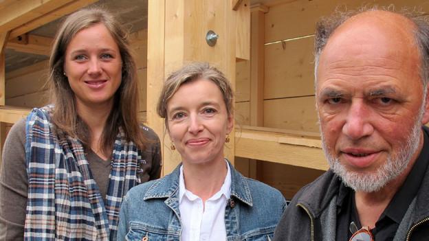 «Persönlich»-Gastgeberin Anita Richner (m.) mit Skirennfahrerin Mirena Küng und Konzeptkünstler Hans-Ruedi Fricker.