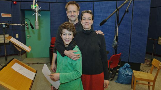 Im SWR-Hörspielstudio: Stephan Schad (Hannikel), Marietta Meguid (Käther), Raphael Steinwandel (Dieterle) v.l.n.r.