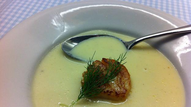Zart und crèmig: Die hausgemachte Spargelcrème-Suppe.