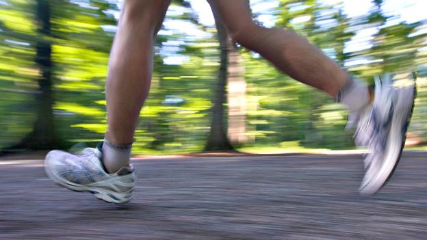 Für ein angenehmes und verletzungsfreies Laufen lohnt es sich, sich Gedanken zum richtigen Schuhwerk zu machen.