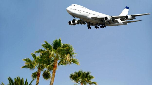 Gerade bei weiten Reisen gibt die richtige Versicherung Sicherheit.