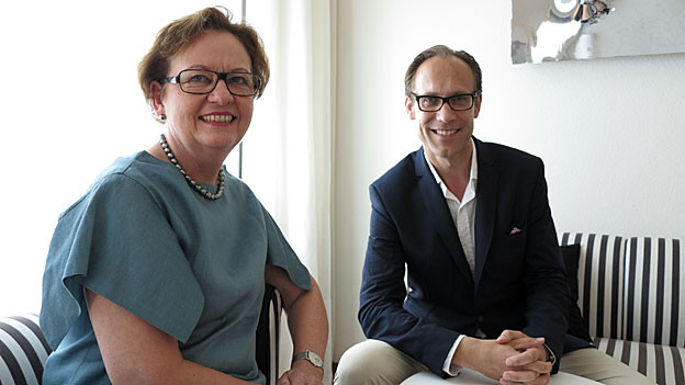 Bundeskanzlerin Corina Casanova mit Gastgeber Christian Zeugin.