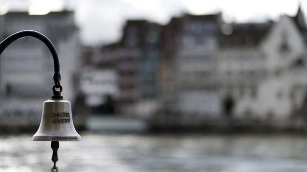 Glocke der Klingentalfähre in Basel.