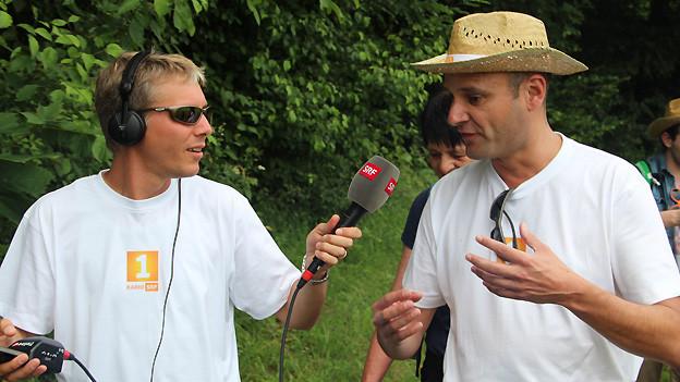 Zwei Mal Reto: Moderator Reto Scherrer befragt Digitalredaktor Reto Widmer.