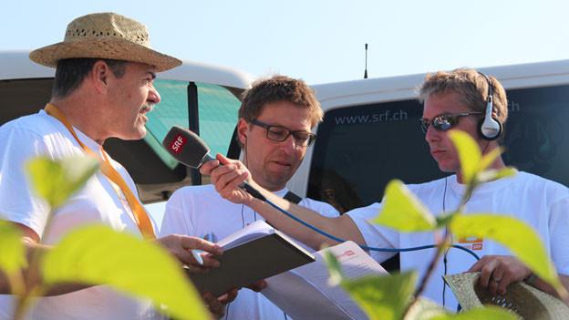 Reto Scherrer interviewt SRF-Meteorologe Felix Blumer.