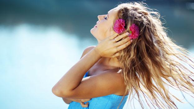 Im Sommer brauchen Haare besonderen Schutz.