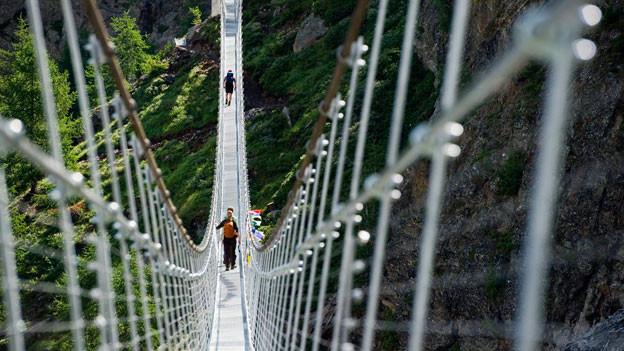 250 Meter lange Hängebrücke bei Randa im Zermattertal.
