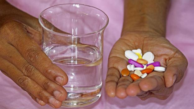 Antibiotika-Packungen müssen immer bis zur letzten Tablette aufgebraucht werden, auch wenn man sich bereits besser fühlt.